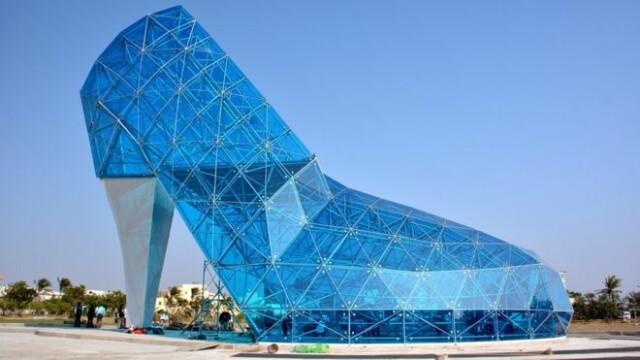 Guvernul din Taiwan a construit o biserica enorma in forma de pantof. Explicatia bizara din spatele acestei alegeri