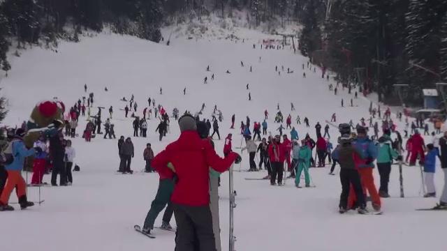 Şapte turişti au plecat pe schiuri pe un traseu neschiabil din Masivul Bucegi şi au rămas blocaţi