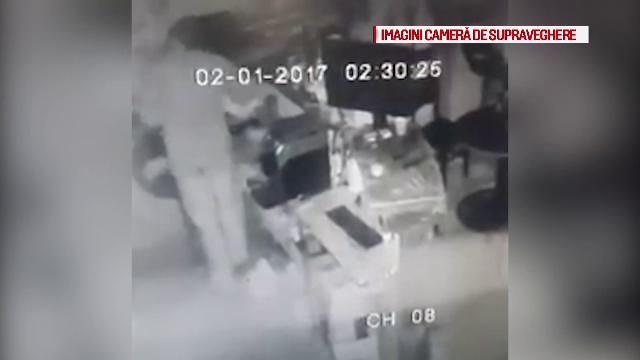 Barbat filmat spargand un bar din Timis in noaptea de Revelion. Proprietarul a publicat imaginile pe Facebook