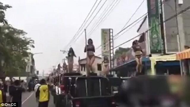 Fiul unui fost oficial taiwanez a angajat 50 de stripteuse pentru inmormantarea tatalui sau: \
