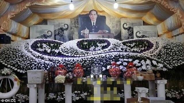 Fiul unui fost oficial taiwanez a angajat 50 de stripteuse pentru inmormantarea tatalui sau: