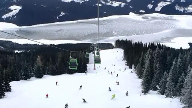 Resortul Transalpina ofera pasionatilor de munte un peisaj de poveste. Cat platiti pentru o noapte in acest colt de rai