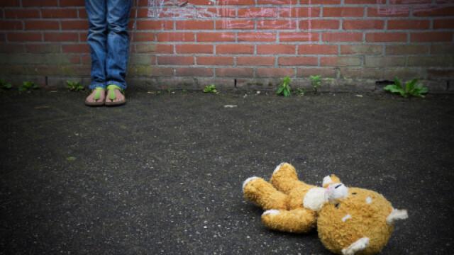 Bărbat, cercetat pentru comportament indecent în faţa unei fete pe stradă