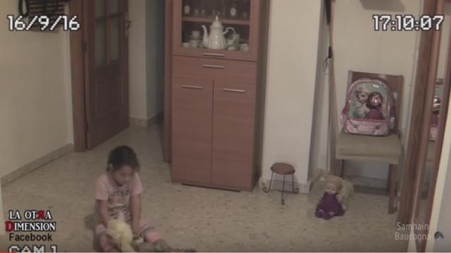 O fetita s-a plans tatalui ei ca aude zgomote ciudate si ca e \