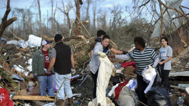 Furtunile continua sa faca ravagii in Statele Unite. 20 de oameni au murit in ultimele zile. FOTO