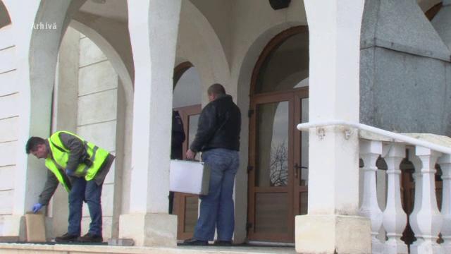 Politisti inchisi peste noapte in biserici, ca sa prinda hotii. Decizia luata de arhiepiscopie