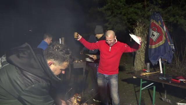 Petrecerea de Anul Nou a continuat și marți seara, în Bucovina. Dans în jurul focului