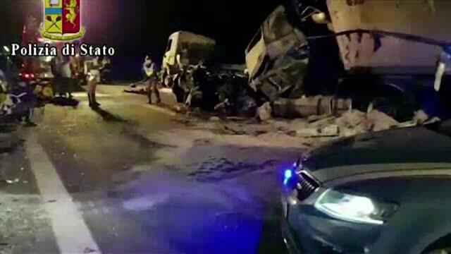 Accident grav pe o șosea din Italia. Șase oameni au murit