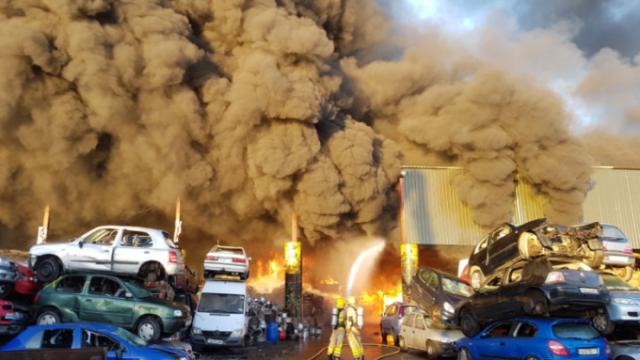 Incendiu violent izbucnit în apropierea aeroportului din Dublin