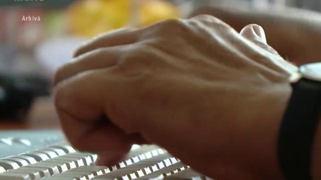 Pedofil din Neamţ reţinut pentru că punea minore să îi trimită filmări indecente