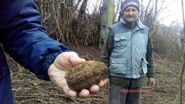Proiectil neexplodat, găsit de un vasluian în timp ce săpa în grădină