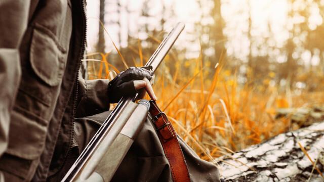 Copil de 13 ani, împușcat în picior la o partidă de vânătoare