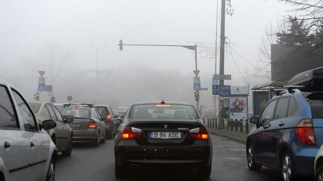 Ceaţă densă în Bucureşti şi mare parte a ţării. Avertismentul poliţiei pentru şoferi