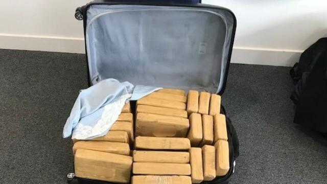 Captură imensă de droguri în UK. Cocaină de 50 de milioane de $, adusă din Columbia cu avionul