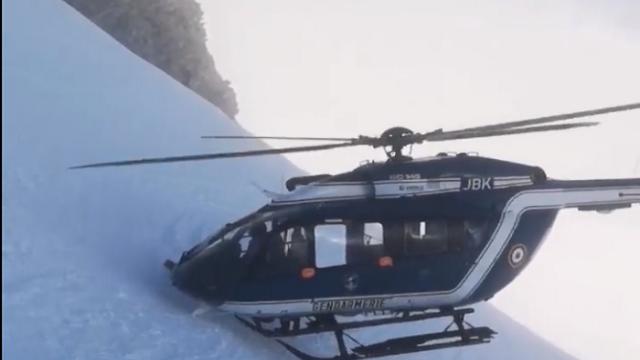 Manevra inedită făcută de pilotul unui elicopter, în timpul unei misiuni de salvare. VIDEO