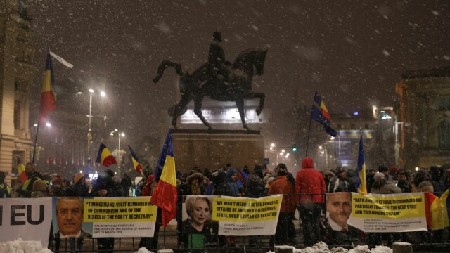 Liderii UE, întâmpinați la Ateneul Român cu mesaje anti-grațiere și anti-corupție. FOTO