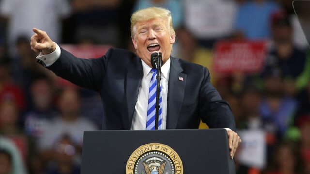 Donald Trump la tribuna