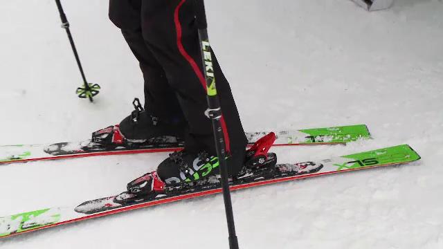 Cum trebuie alese schiurile pentru evitarea accidentărilor. Sfaturile specialiștilor