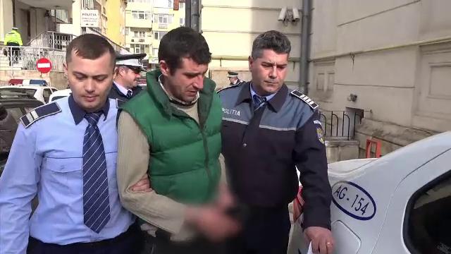 Bărbat din Argeș, acuzat că și-a violat mama. De ce dau vecinii vina și pe victimă