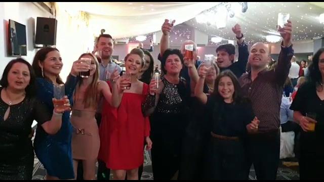 Revelion 2020. Românii din diaspora au adus lăutari din ţară şi poze cu sarmale