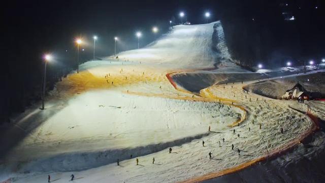 De ce merg tot mai mulţi români la schi în Ucraina. \