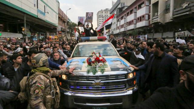 Mii de irakieni l-au omagiat pe Soleimani, la Bagdad. Unde va fi înhumat generalul - Imaginea 2