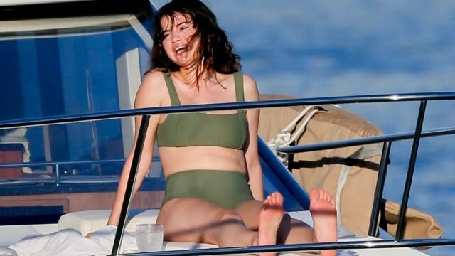 Selena Gomez surprinsă pe un iaht de lux din Hawaii. Cum arată acum artista - Imaginea 2