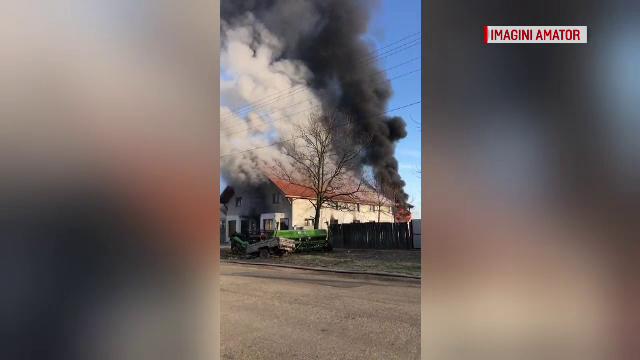 Un incendiu violent în Arad ar fi putut să producă dezastre uriașe. De la ce a izbucnit