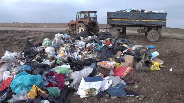"""Situație revoltătoare în Arad. Metoda """"ecologică"""" prin care un primar depozitează gunoiul"""