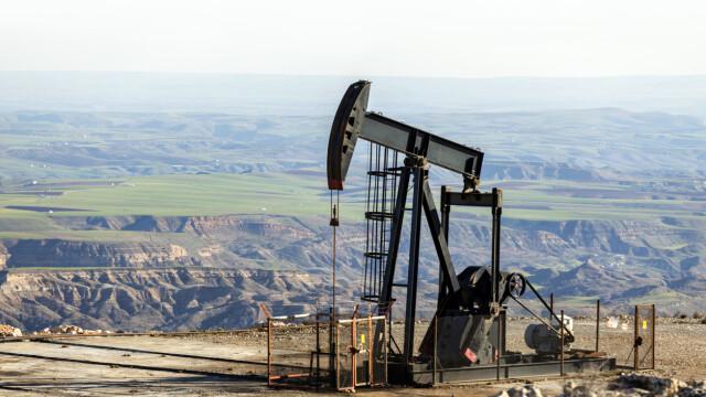 Cu cât au scăzut prețurile petrolului din cauza coronavirusului din China
