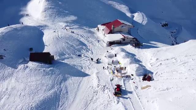 """Reacția unor turiști veniți să doarmă în iglu la Bâlea Lac. """"Avem un pic de alcool"""" - Imaginea 3"""