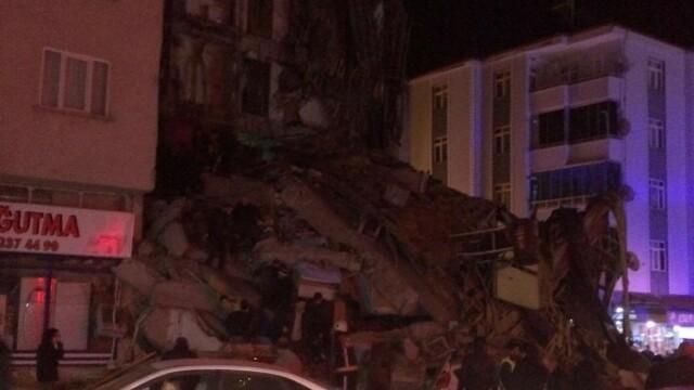 Cutremur de 6,8 în Turcia. Cel puțin 4 oameni au murit și numeroase clădiri sunt distruse - Imaginea 1