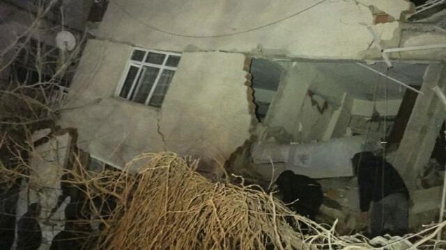 Cutremur de 6,8 în Turcia. Cel puțin 4 oameni au murit și numeroase clădiri sunt distruse - Imaginea 3