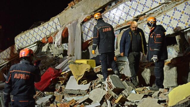 Bilanțul victimelor cutremurului din Turcia a ajuns la 22 morți și 1.000 de răniți. Imagini terifiante - Imaginea 9