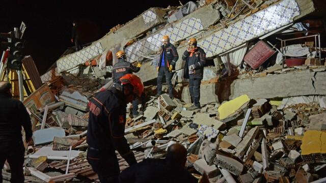 Bilanțul victimelor cutremurului din Turcia a ajuns la 22 morți și 1.000 de răniți. Imagini terifiante - Imaginea 8