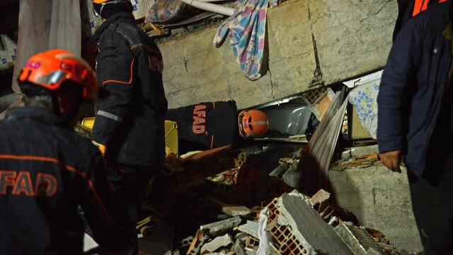Bilanțul victimelor cutremurului din Turcia a ajuns la 22 morți și 1.000 de răniți. Imagini terifiante - Imaginea 6