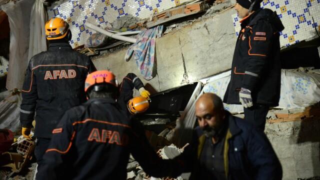 Bilanțul victimelor cutremurului din Turcia a ajuns la 22 morți și 1.000 de răniți. Imagini terifiante - Imaginea 2