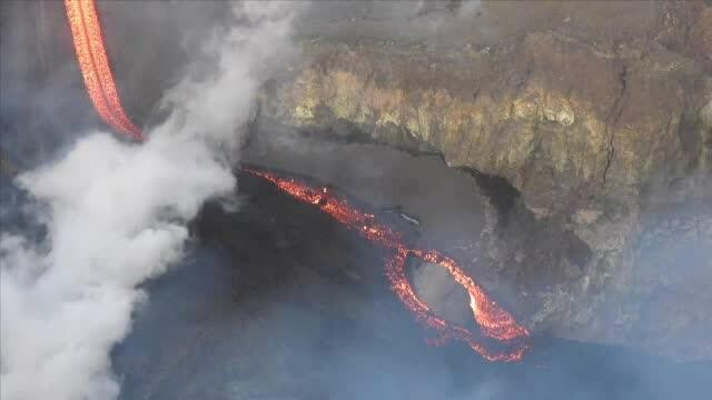 Etna se trezește. Explozii spectaculoase în cel mai mare vulcan al Europei