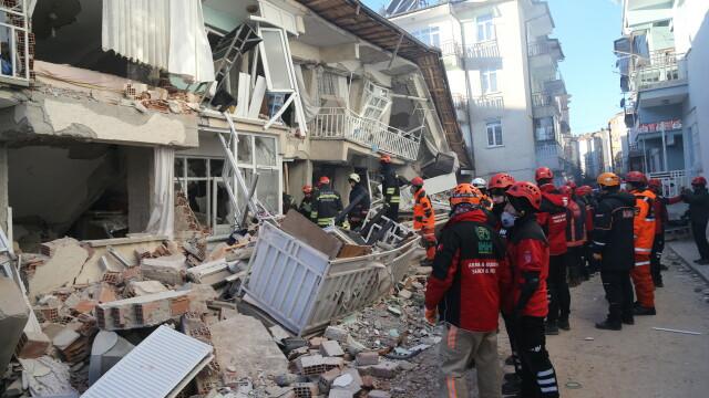 În Turcia, după cutremur, oamenii trăiesc cu frică din cauza numeroaselor replici - Imaginea 1