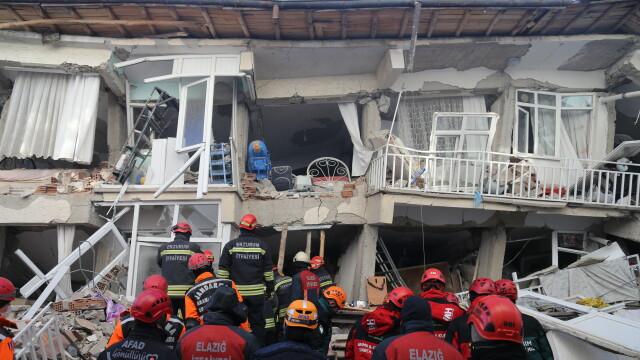 În Turcia, după cutremur, oamenii trăiesc cu frică din cauza numeroaselor replici - Imaginea 3