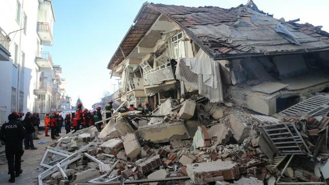În Turcia, după cutremur, oamenii trăiesc cu frică din cauza numeroaselor replici - Imaginea 4