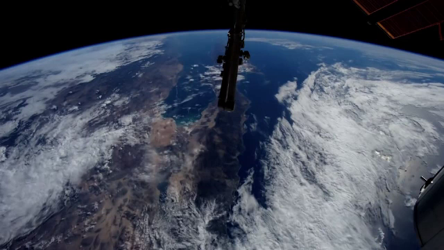 Cum s-a văzut Staţia Spaţială Internaţională când a trecut pe deasupra României. VIDEO - Imaginea 1