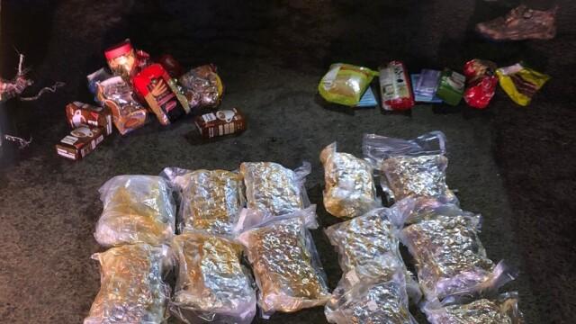 VIDEO. Un bărbat din Bistrița a fost arestat pentru că avea 12 pachete în mașină. Ce era înauntru - Imaginea 2
