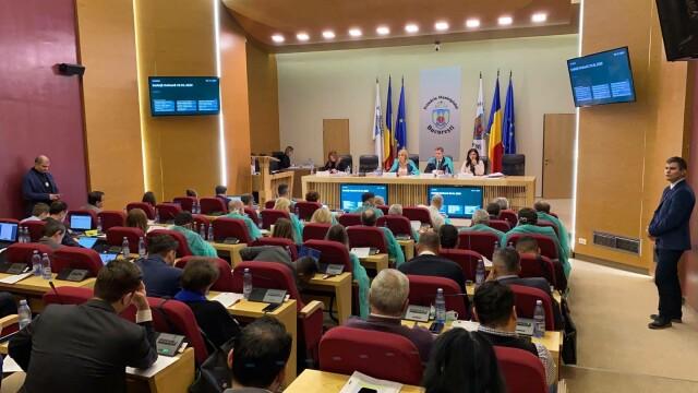 Gabriela Firea şi consilierii PSD, cu halate şi măşti de protecţie la şedinţa CGMB - Imaginea 2