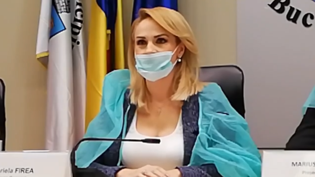 Gabriela Firea şi consilierii PSD, cu halate şi măşti de protecţie la şedinţa CGMB - Imaginea 5