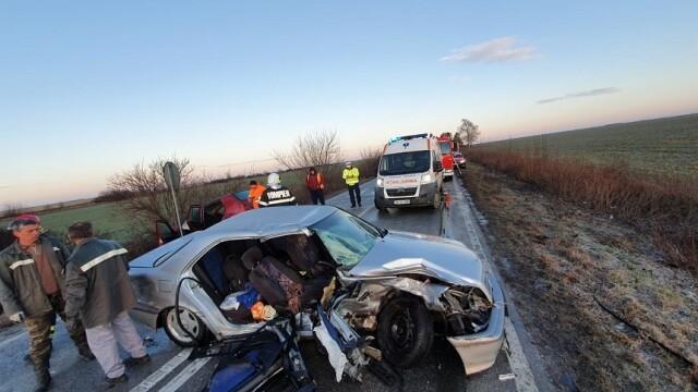 Doi soți au murit după o depășire pe un drum foarte alunecos, în Timiș - Imaginea 4