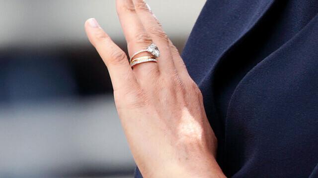 O tânără din Chișinău a chemat pompierii pentru că nu-și mai putea scoate inelul de logodnă de pe deget