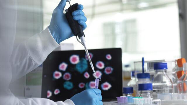 """Covid-19 în Europa. Mai multe doze de vaccin Pfizer-Biontech și teama de noua """"tulpină britanică"""""""