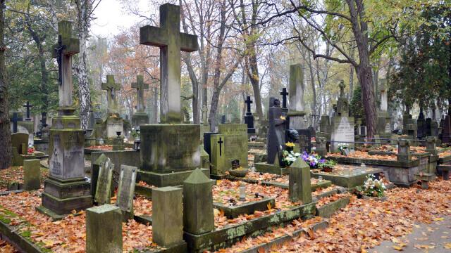 Pandemia continuă să facă victime pe tot globul. Crematoriile şi cimitirele nu mai fac faţă