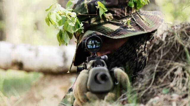 Un lunetist SAS a reușit să omoare cinci teroriști cu un singur glonț. Cum a fost posibil